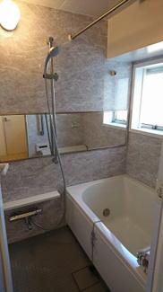 浴室。追い炊き機能・換気乾燥機付き。