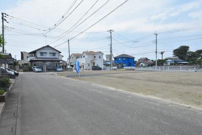 【前面道路含む現地写真】鴻巣市愛の町 売地全2区画