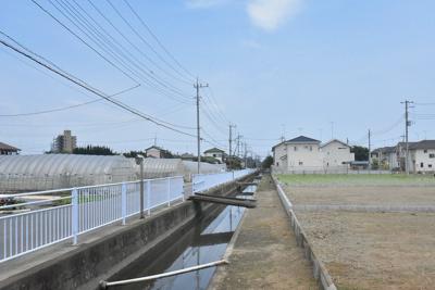 物件北側の水路