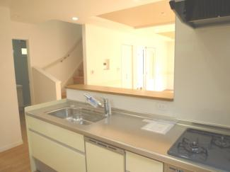 浄水器、食洗機、ビルトインコンロ付の対面キッチンです