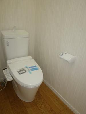 2階トイレもウォシュレット付きです