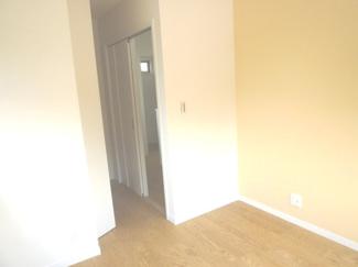 北側5.5帖のお部屋の入口です