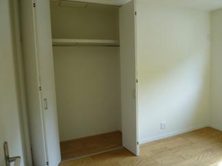 西側に面した5帖の洋室の収納スペースです