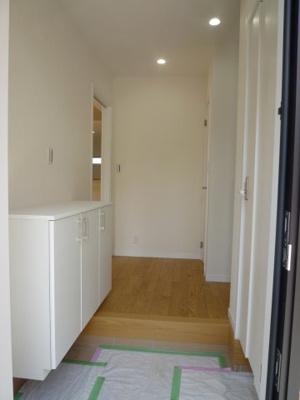 シンプルで使いやすい玄関です 右横に、ウォークインクローゼットがあり、収納豊富です