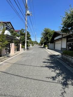 前面道路幅約6.0m公道 東側へ歩くと遊歩道とも隣接しております♪