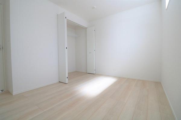 【納戸】 2階6.2帖納戸です。おおきなクローゼット付き♪