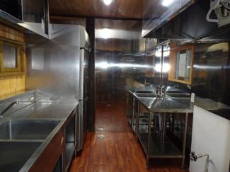 縦型冷蔵庫 シンク 業務用換気扇も完備