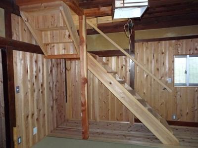 奥6畳から2Fへの階段