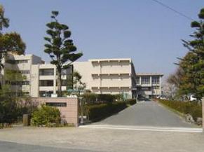 志免東中学校まで497mです。