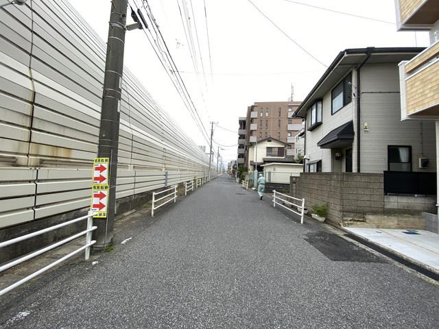 前面道路は7.7mの公道です。