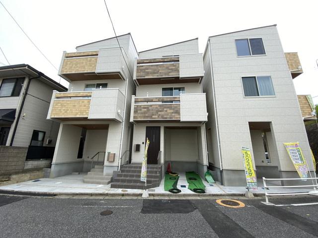 敷地面積約14.8坪で建物面積は約27.3坪の2SLDKです。