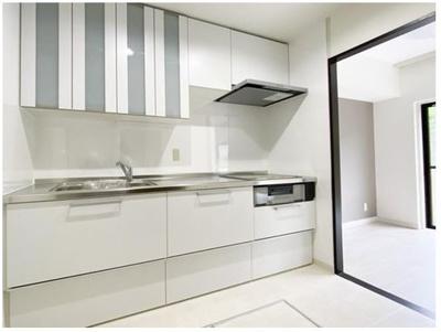 キッチンも新設していますので、すぐに新生活をお送り頂けます。また、オール電化なっていますので、IHクッキングヒーター仕様です。