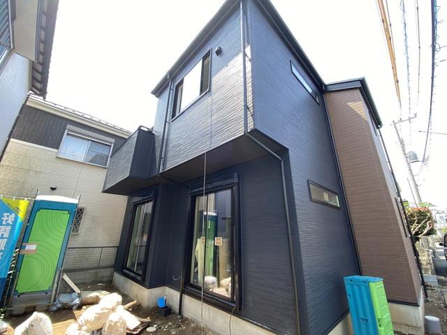 総量1トンの炭が敷設されて空気をキレイにする特許工法「炭の家」です。