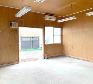 【内装】新吉田町205貸し工場(9坪)