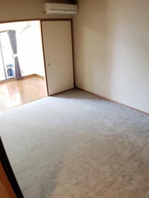 リビング隣には和室があり、来客時にも使用できます