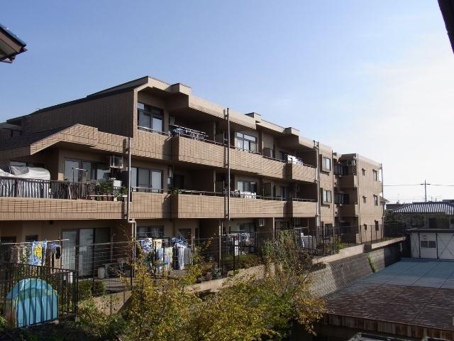 3階建て1階部分 2面バルコニー 2駅利用可能 医療施設など徒歩圏にあり生活環境良好 住宅ローン減税適合物件