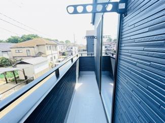 船橋市芝山 新築一戸建て 高根木戸駅 壁付けの物干しがついております!!