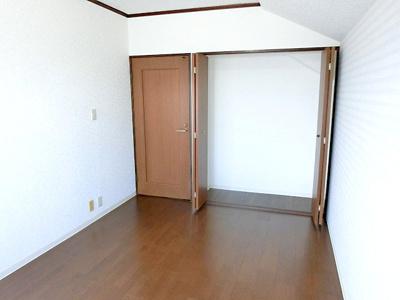 【現地写真】 全居室に収納を完備しておりますので、居室の全空間を有効活用出来ます♪