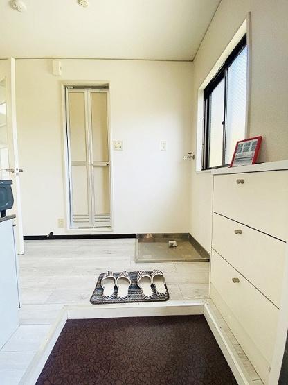玄関から室内への景観です!キッチンの奥に洋室6帖のお部屋があります♪※参考写真※