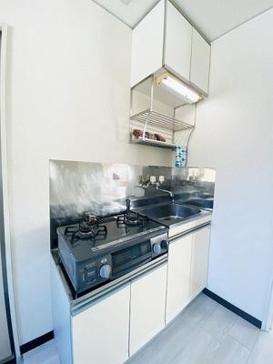 ガスコンロ設置可能のキッチンです☆ご自身でお好きなタイプのガスコンロをご用意いただけます!場所を取るお鍋やお皿もすっきり収納できます♪※参考写真※