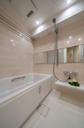 グレイス錦糸町:雨の日のお洗濯ものを干すにも便利な浴室乾燥機・追い焚き機能付き浴室です!