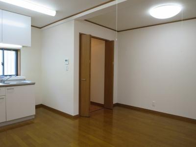 玄関から洋室方向です