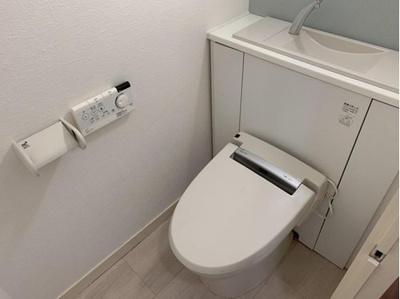 シンプルで使いやすいトイレです。白が基調になっているので清潔感もあります。