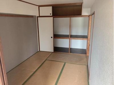 押し入れのある和室です。リビングと合わせてお使い頂けます。 和室なので客間としても活用できます。