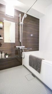 浴室乾燥暖房機が付いており、湿気や雨の日の洗濯物も便利です。