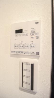 浴室機能乾燥暖房機スイッチパネル。24時間換気機能も付いております。