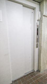 エレベーターはオートロック機能付き。不審者の侵入を防げるので、女性にも安心です。