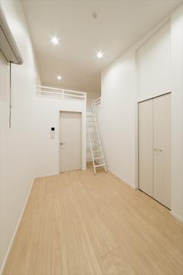 【寝室】Rumah K.L.2(ルマケーエルツー)