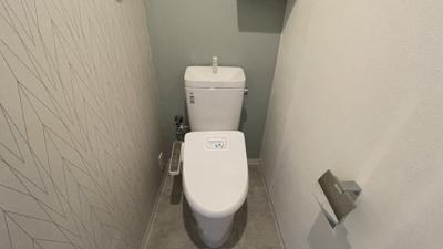 今人気のおしゃれクロスが入ったトイレ☆