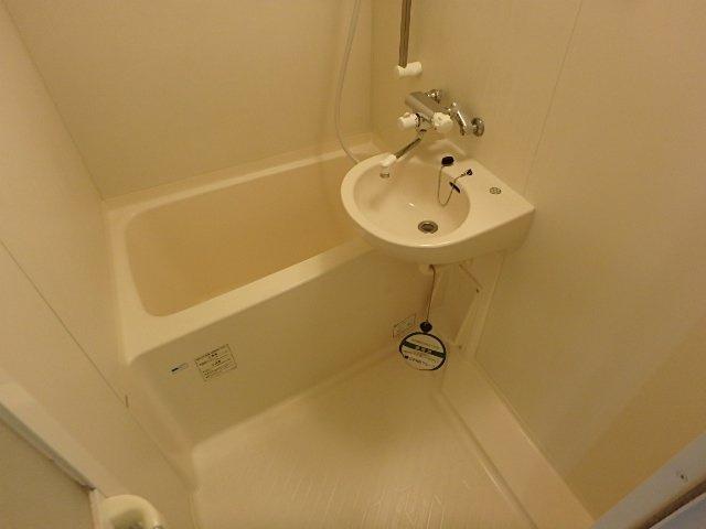 浴室 シャワー付き ※別室の写真です