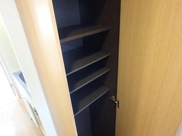 シューズBOX ※別室の写真です