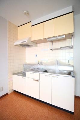 大きなキッチンはお料理の時間を楽しくしてくれます。