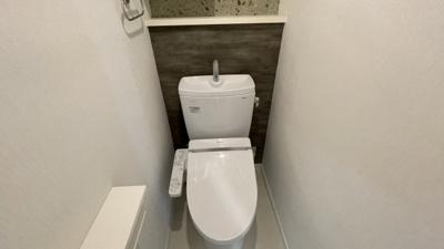 クロスが可愛い温水機能付きトイレ