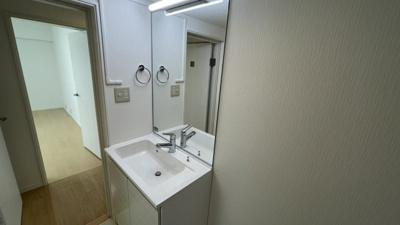 洗面化粧台も清潔感があります。