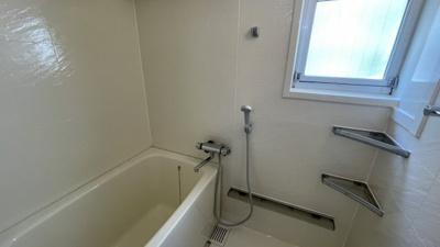 浴室に窓付きです♪