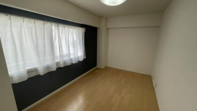洋室①5.3帖大きな窓付きで陽当たり良好です!