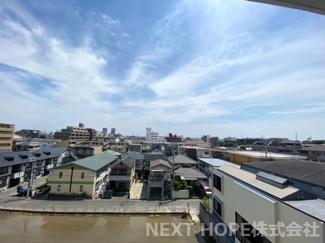 バルコニーからの眺望です♪5階部分で周囲の目線も気になりませんね(^^)