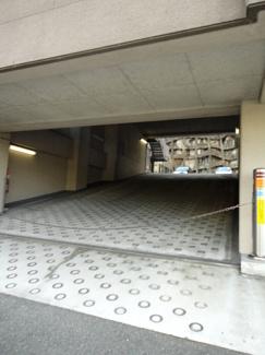 【駐車場】アズレ川西 2階