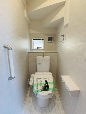 毎日使う場所こそシンプルに。窓があり、風を取り込めるシャワートイレは1F2Fと2か所設置。