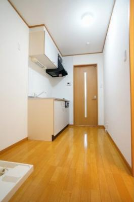 クッションフロアではなく、本物のフローリングに収納やロフトもあり、とても機能的なお部屋です。