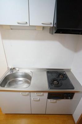 2口ガスコンロ嬉しいグリル付きキッチンです。収納も充実しております。