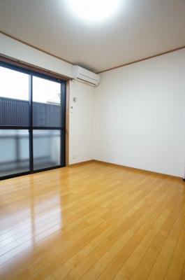 使いやすいオーソドックスなお部屋です。シンプルなお部屋程、お客様の好きな雰囲気にアレンジしやすいです。