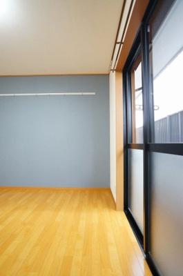 使い勝手のいい洋室です。