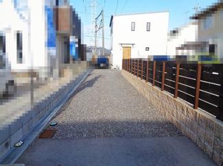 【前面道路含む現地写真】近江八幡市若葉町2丁目 中古戸建