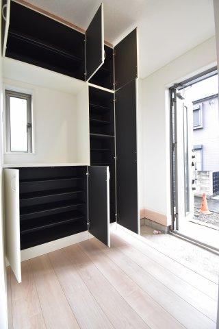 南側にスペースを多く確保することで、陽当りの良い邸宅を造り上げます。