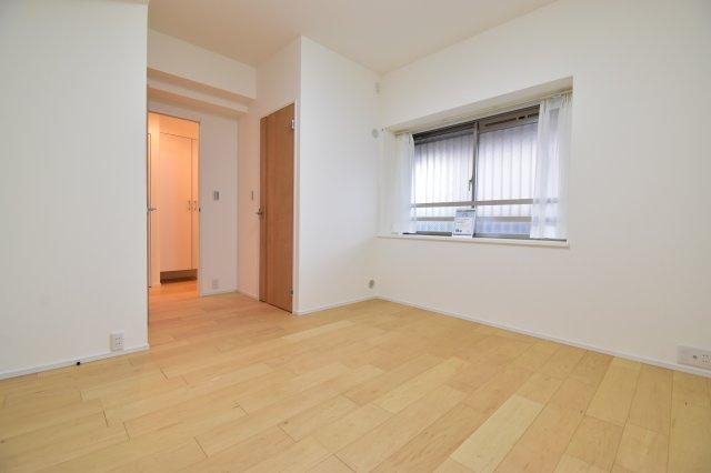 約7.2帖の主寝室。ウォークインクローゼット付。ご夫婦のお洋服なども分けて収納すればスッキリです。